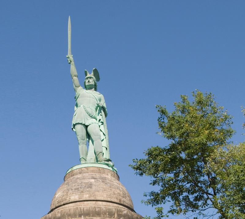 Das Hermanns Denkmal ist das Wahrzeichen von Detmold.